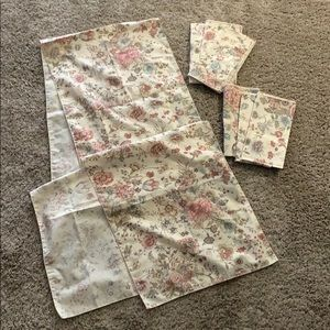 ESTATE Table Runner &  6 napkins 88 inches by 14